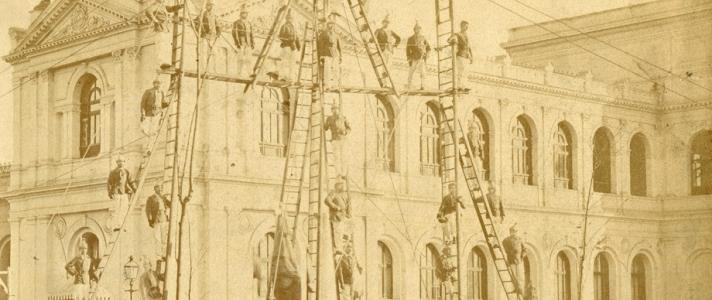 Primera de Hachas, Ganchos y Escaleras